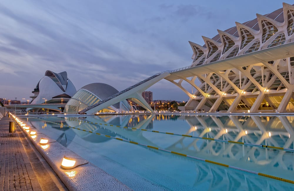 Pros and Cons of Moving to Valencia, Spain
