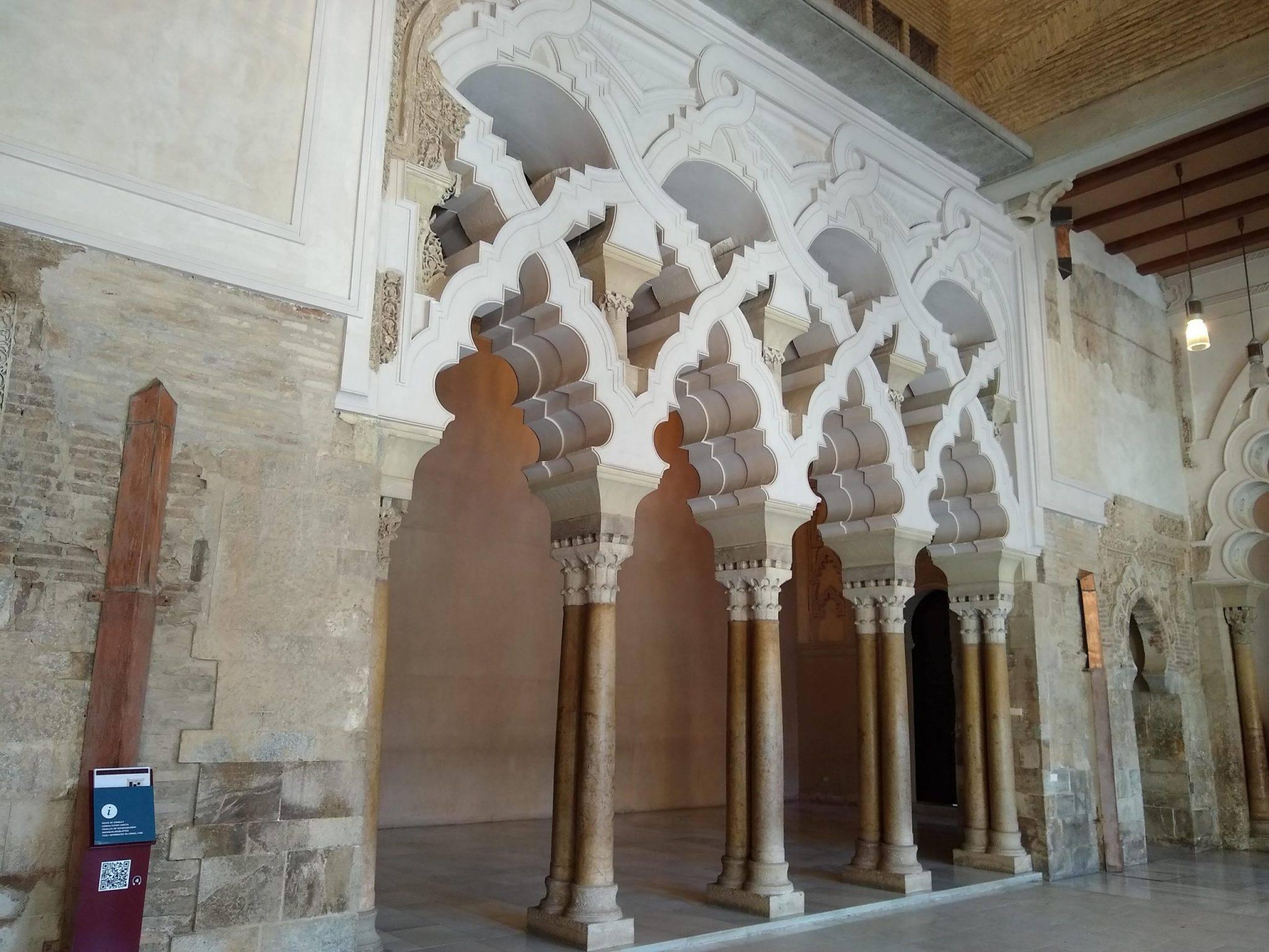 stunning Moorish columns at Aljafería Palace (Palacio de la Aljafería)
